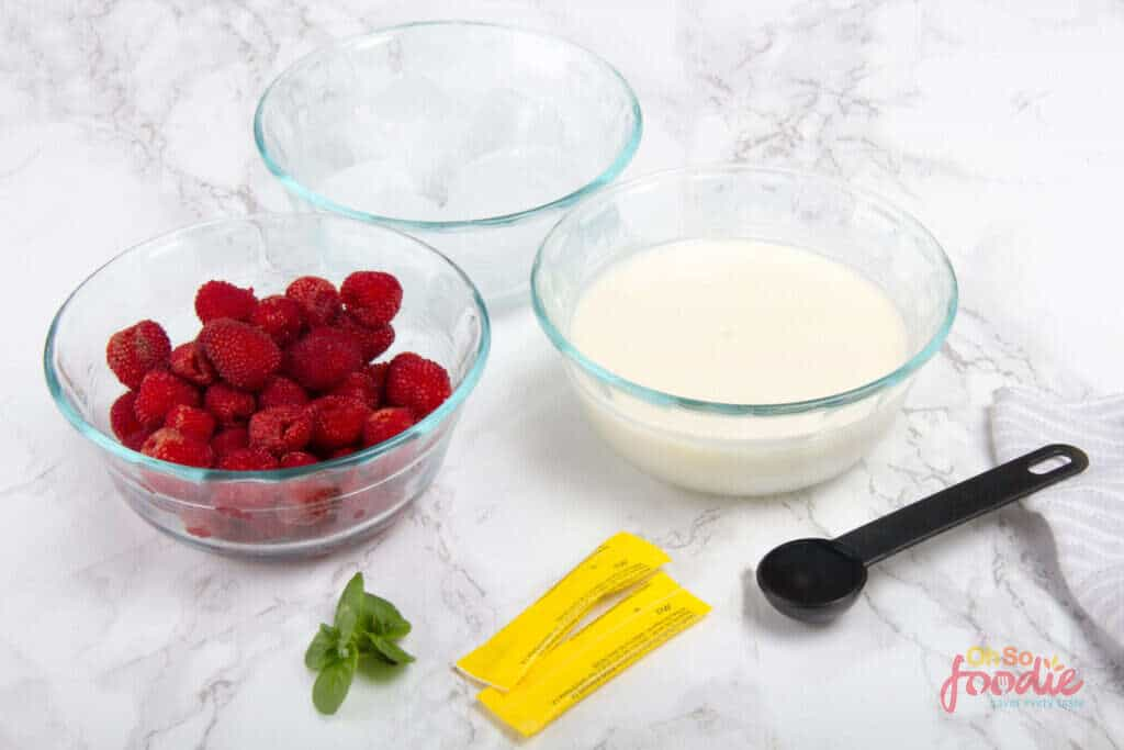 ingredients to make raspberry smoothie