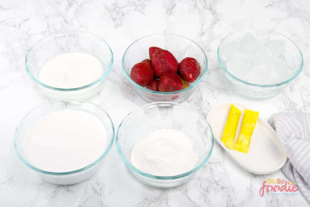 ingredients for low carb strawberry smoothie