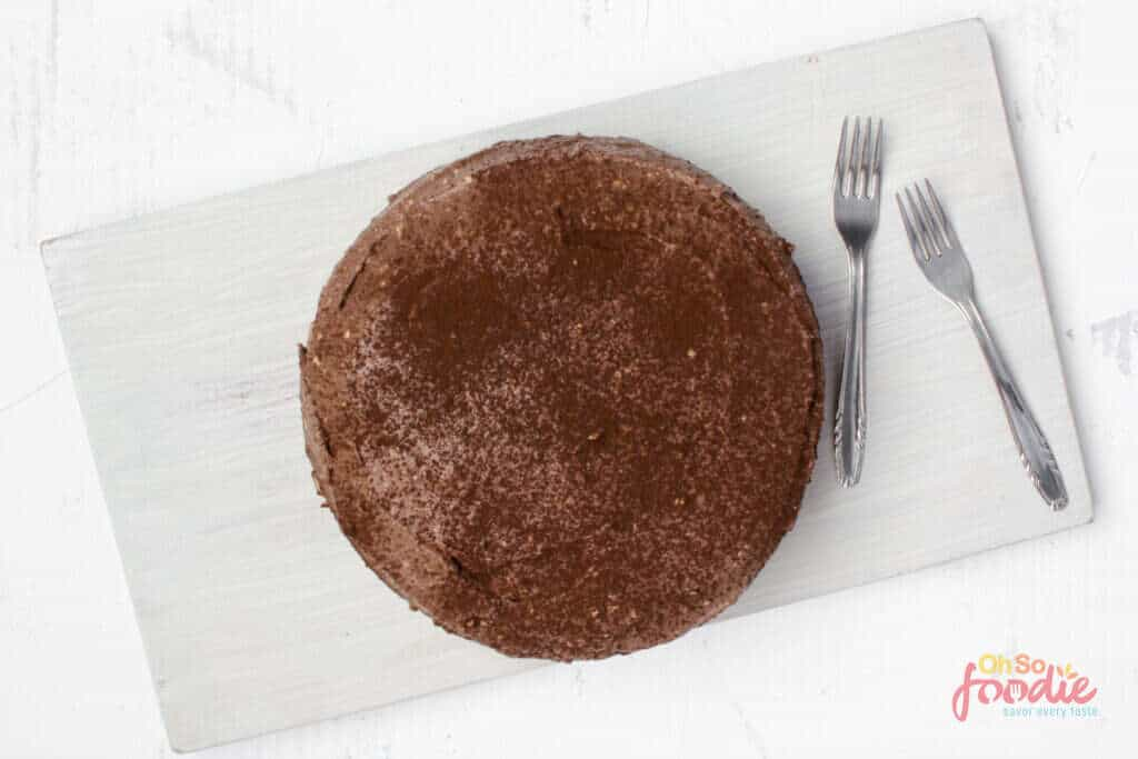 low carb chocolate cake with frosting